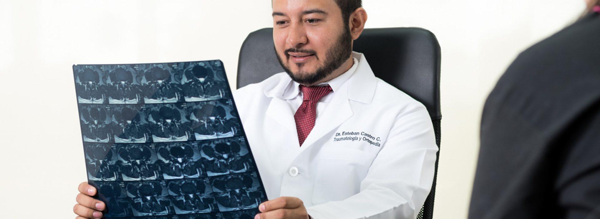 Dr. Esteban Castro - Médico Traumatólogo Ortopédista | Cirugía de columna y articular